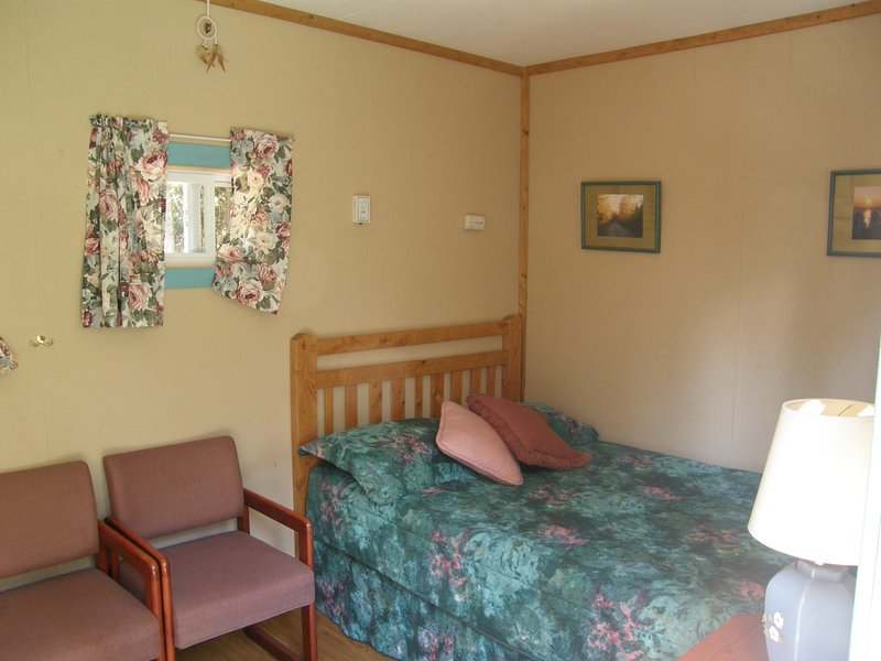 Le Faucon mini cottage equipped with double bed