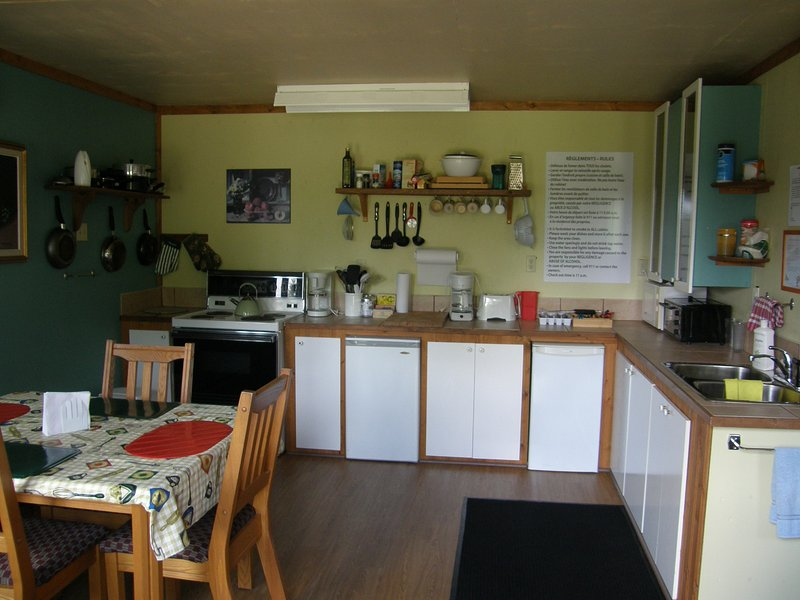 Kitchenette of the main cottage desserving 4 mini cottages
