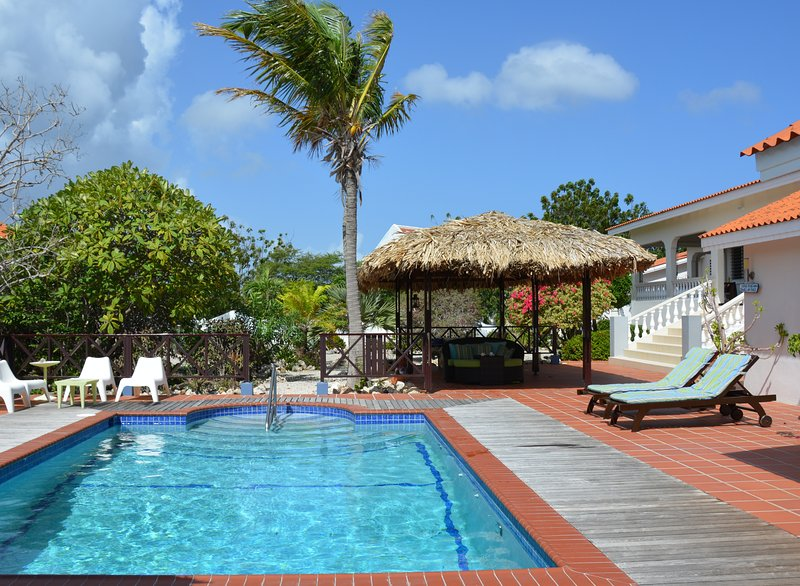 Welcome to Villa Lunt, your own private resort wth pool, tropical gardens and gated property.