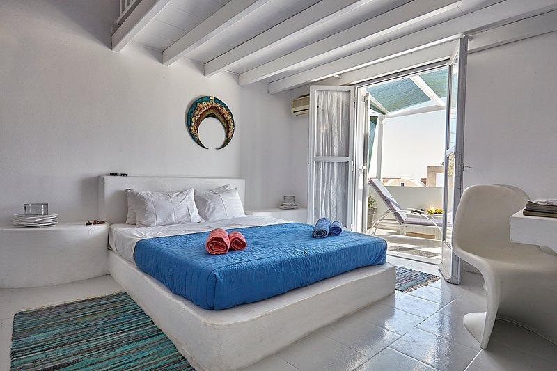 GREEK GODDESS SPICY CAYENNE, vacation rental in Perissa
