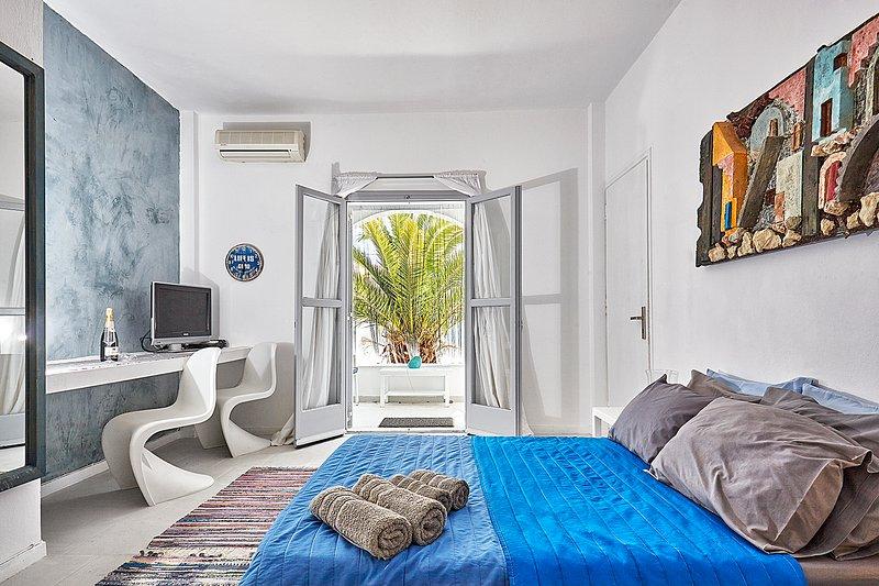 GREEK GODDESS SPICY INDIGO, vacation rental in Perissa