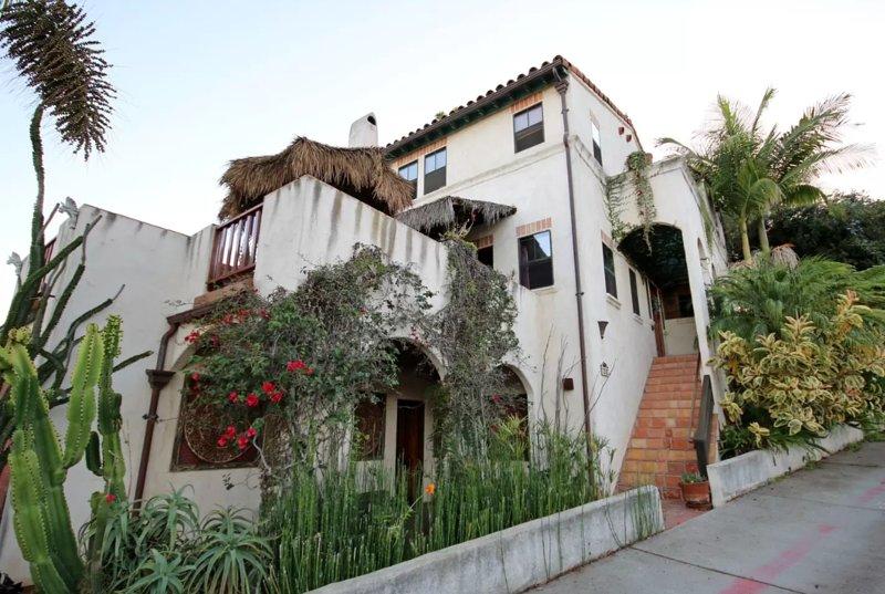 'Casa De Los Gatos'  trendy neighborhood 'South Park'