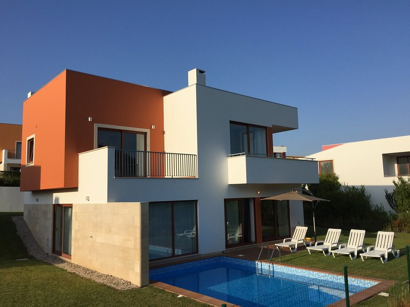 Contemporary Villa with private pool, vacation rental in Nadadouro