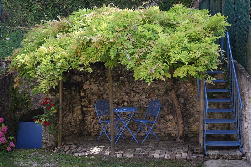 Les Volets Bleus, holiday rental in Sainte-Colombe