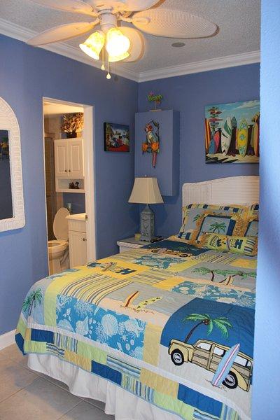 1 slaapkamer queen size Serta traagschuim matras met hoge draad tellen beddengoed