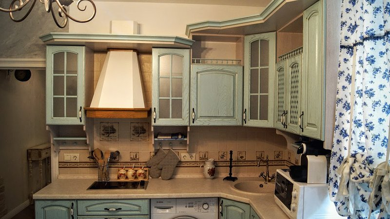 kitchen with cooker, washing machine, microvawe oven, cofee machine, electric kettle, fridge