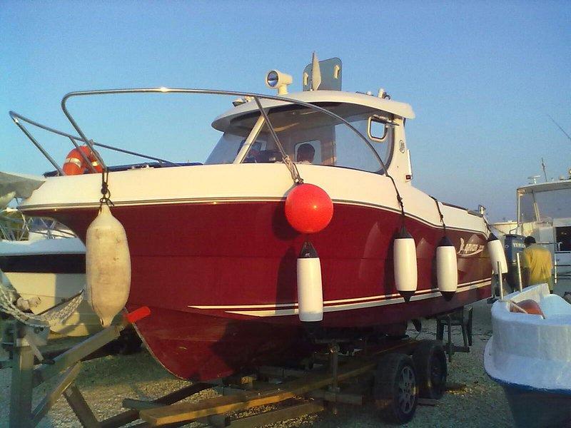 βάρκα ναύλωσης