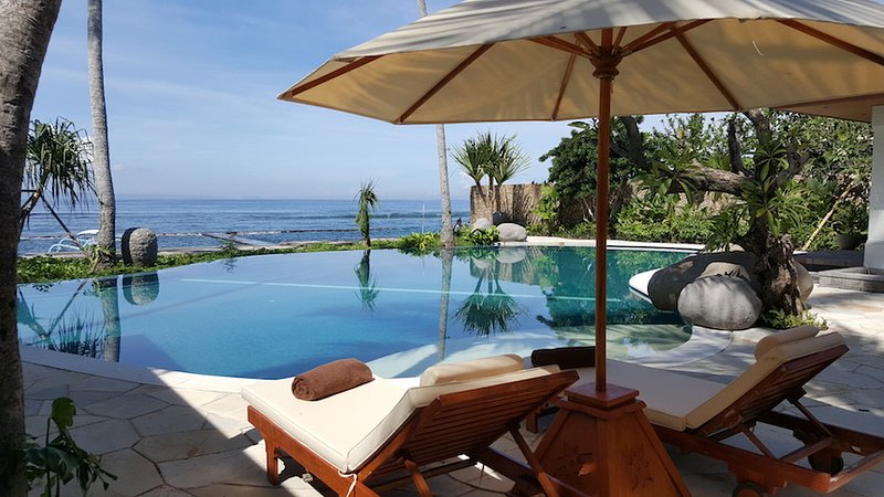 Anantya Candidasa, Sea Front Villa!!!, location de vacances à Tenganan