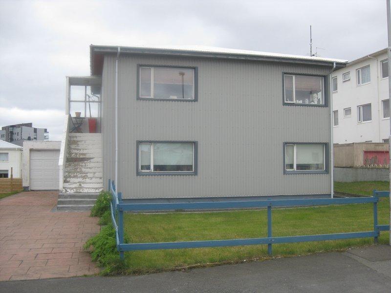 Uppför trappor lägenhet .Endast 10 minut från Keflavik International airport.40 min från Reykjavik.