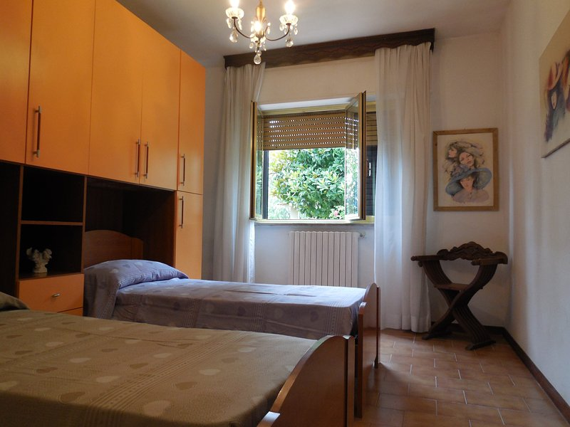 Room in Lucca, holiday rental in Lunata