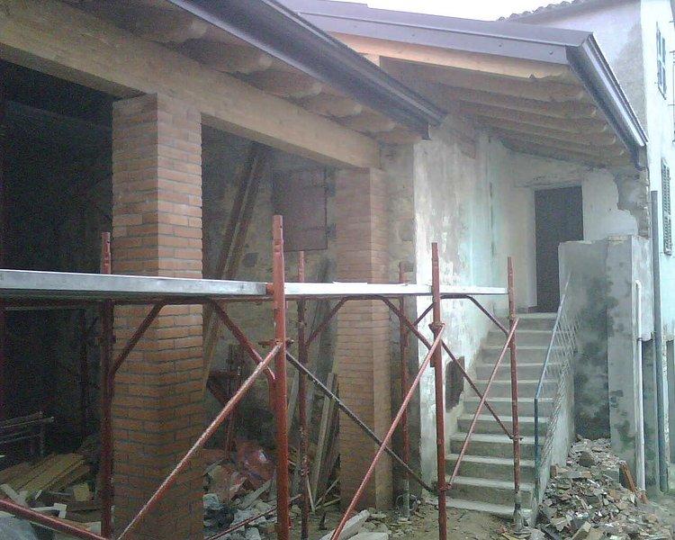Porch under construction / Portico under construction