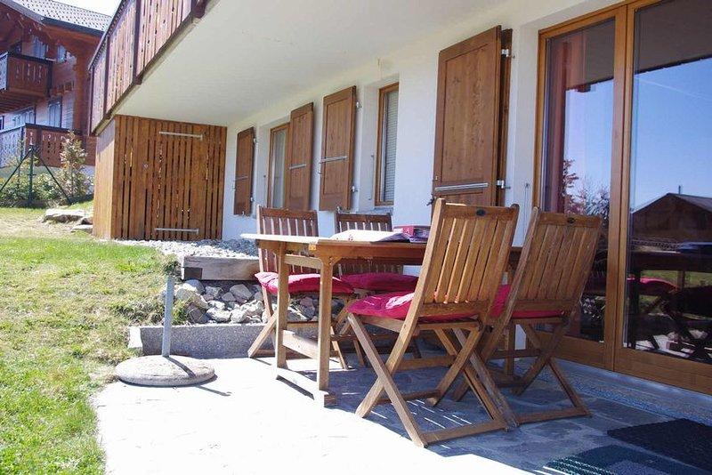 Two-bedroom apartment with private garden, location de vacances à Le Sepey