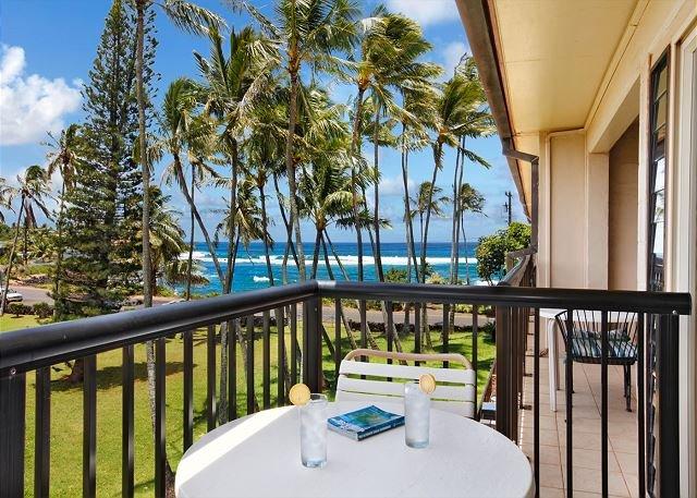 WOW***TOP floor OCEAN VIEW BLISS** Newly Remodeled** FAST WiFi, vacation rental in Kalaheo
