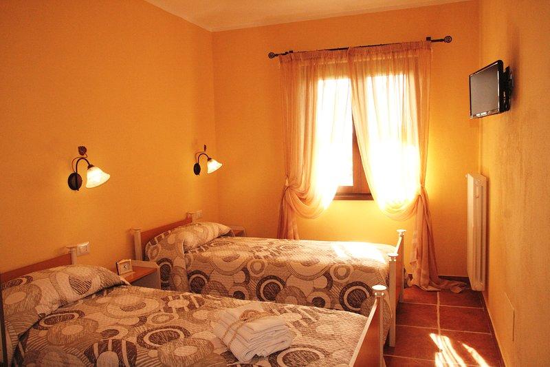 Al Bosco delle Api stanza APE OPERAIA, vacation rental in Chiaromonte