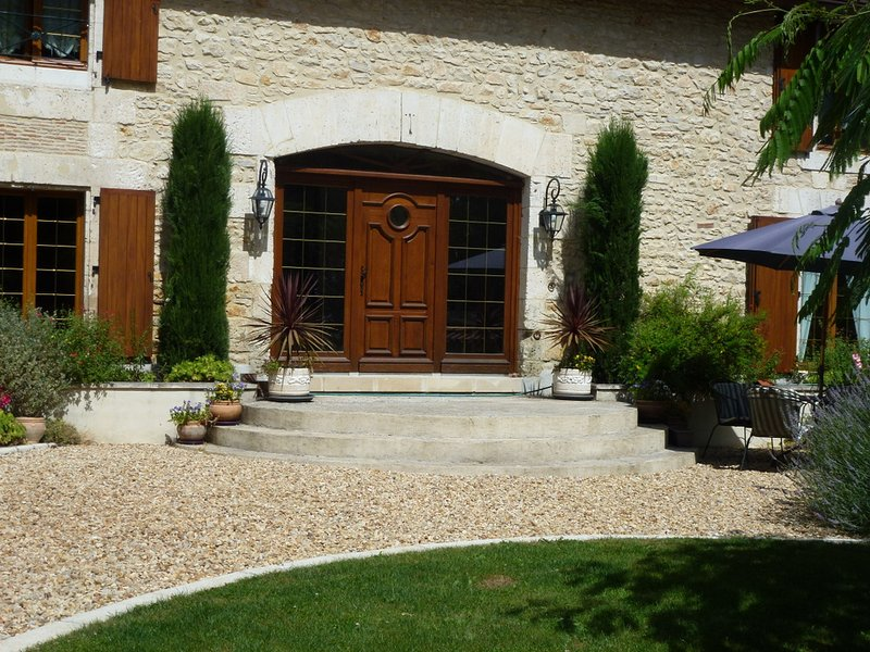 Riverside Watermill Gite in the Charente -sleeps 4, holiday rental in Le Grand-Madieu