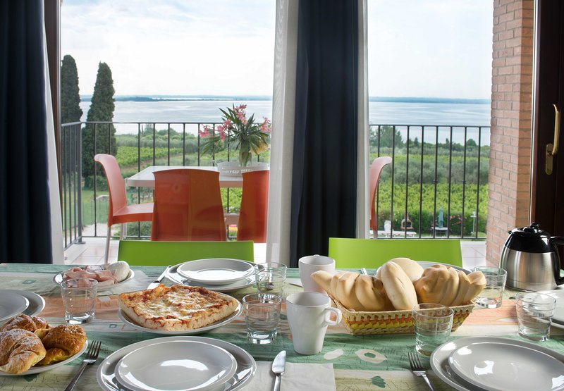 CorteFerrari:2Bdr. ELEGANCE,pool, lakeview,balcony, holiday rental in Muscoline