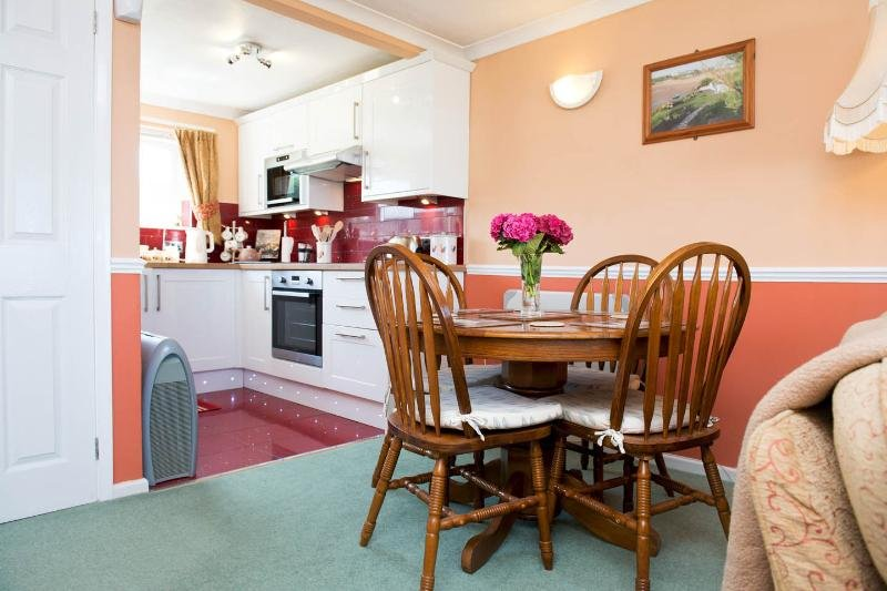 'Little Willows' Widemouth Bay, Sea-View Bungalow, Bude, vakantiewoning in Bude-Stratton