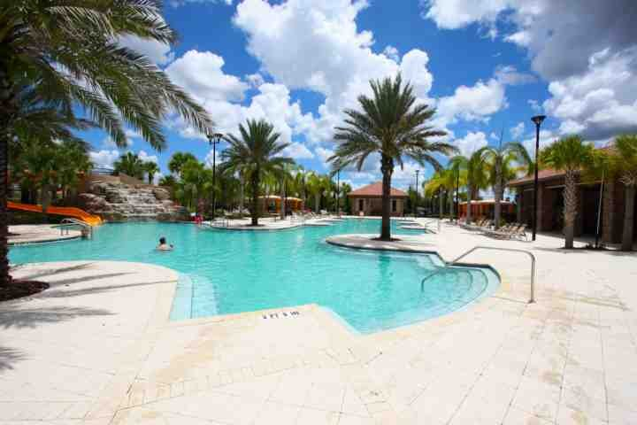 Tome um olhar para esta linda piscina!