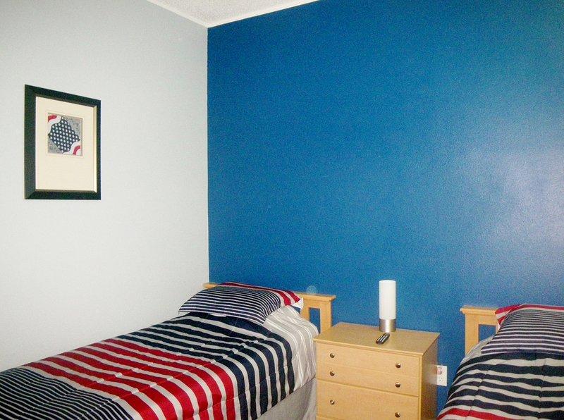 Piscina dormitorio con dos camas