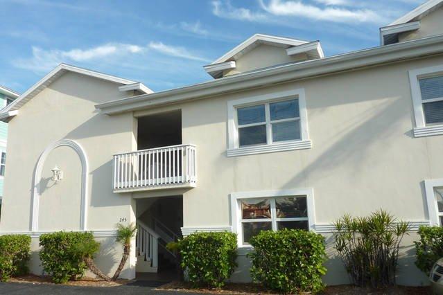 Boca Ceiga Shores building