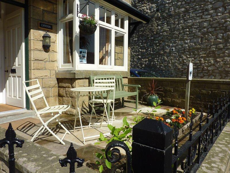 patio delantero en el sol de la mañana