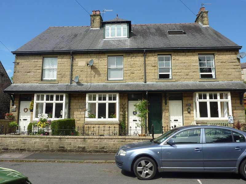 4 Bedroomed Victorian House in heart of Tideswell, vacation rental in Foolow