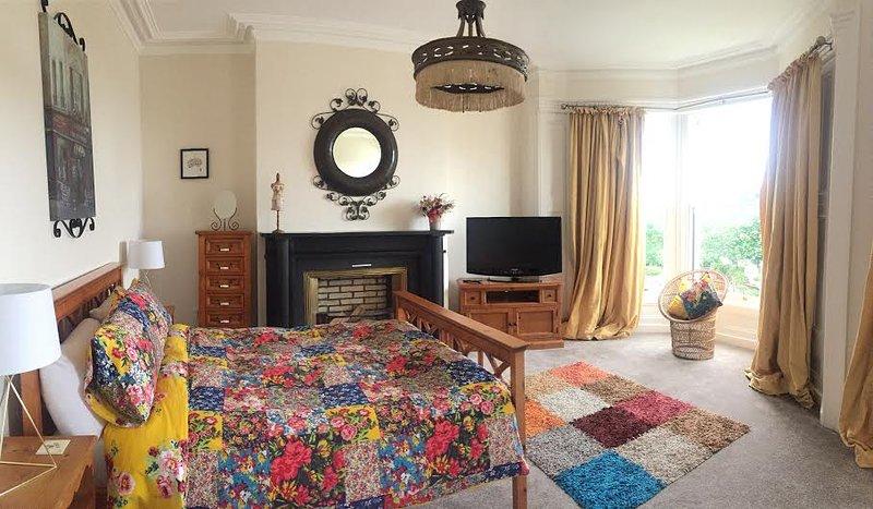 Luxury kingsize bedroom overlooking the beautiful Marina ...