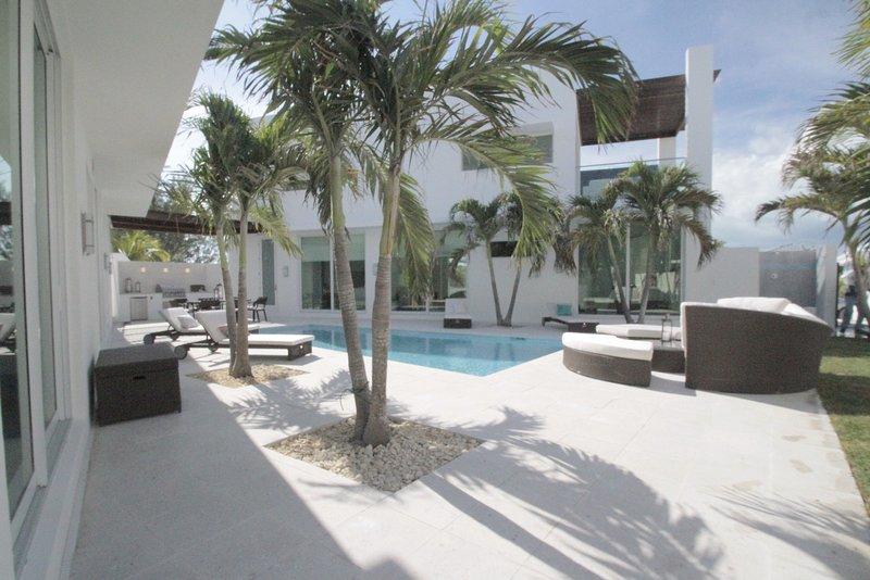 Modern Exuma Oceanview Pool Villa II, vacation rental in George Town