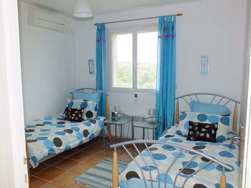Twin bedroom (1)