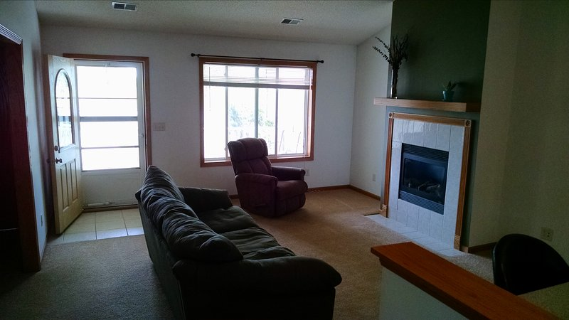 Cozy 2 Bedroom Town-home w/Garage, vacation rental in Wadena
