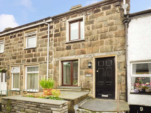 DOLWAR, over four floors, lawned garden, WiFi, pet-friendly, Llan Ffestiniog, vacation rental in Gellilydan