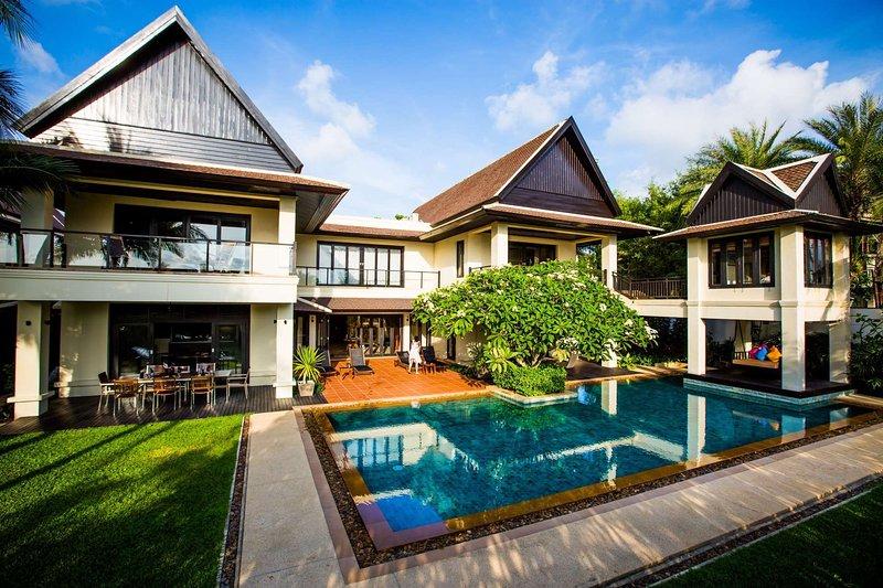 Villa Salafa - On Layan Beach, Phuket, location de vacances à Phuket
