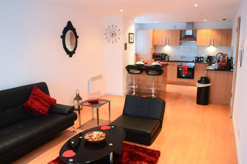 Superb 1 bedroom apartment in sight of the SSE Hydro & SECC. Modern, Spacious, Hi-spec, Sleeps 5