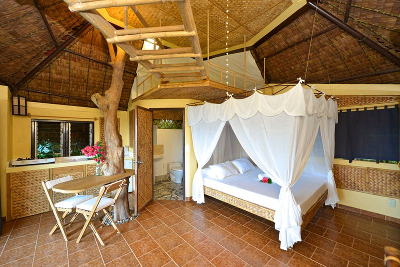 Bungalow Loft - Tree House, holiday rental in Pandan