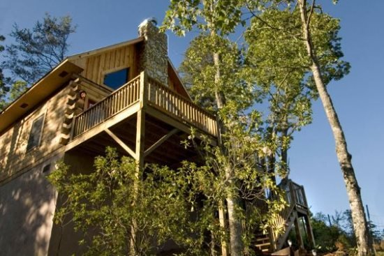 Deep Creek Fishing Retreat - Mountainside Log Cabin with Hot Tub - Minutes from, location de vacances à Parc national des Great Smoky Mountains