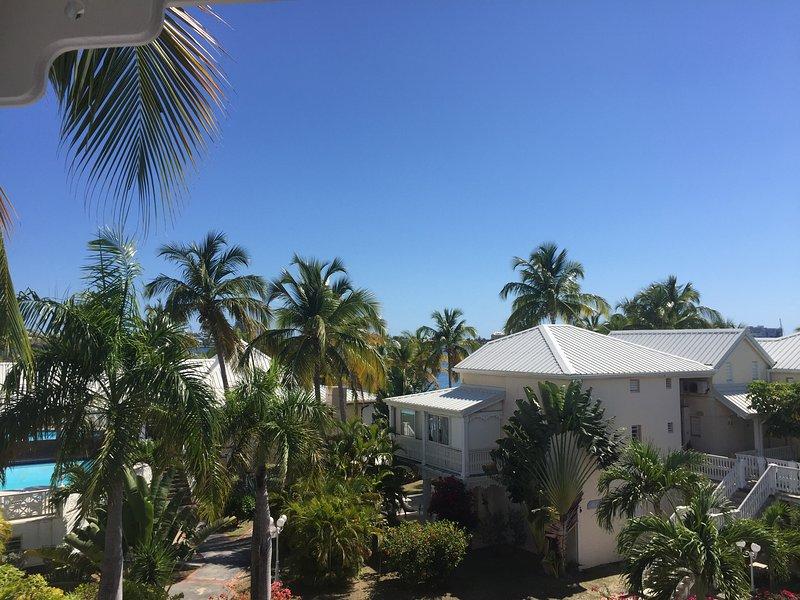 Duplex créole Nettle Bay, vue et piscine, holiday rental in Sandy Ground