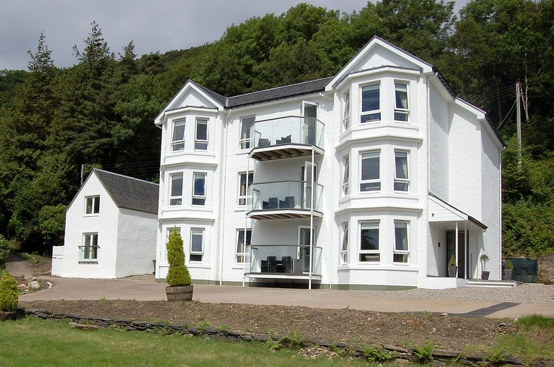 Apartment 3 Allt Nan Ros Holiday Apartments Onich, holiday rental in Ballachulish
