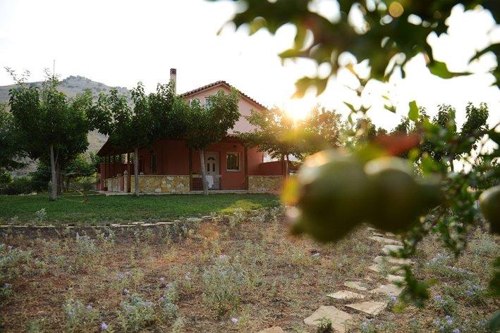 White & Blue Country House Nafplio, aluguéis de temporada em Mycenae