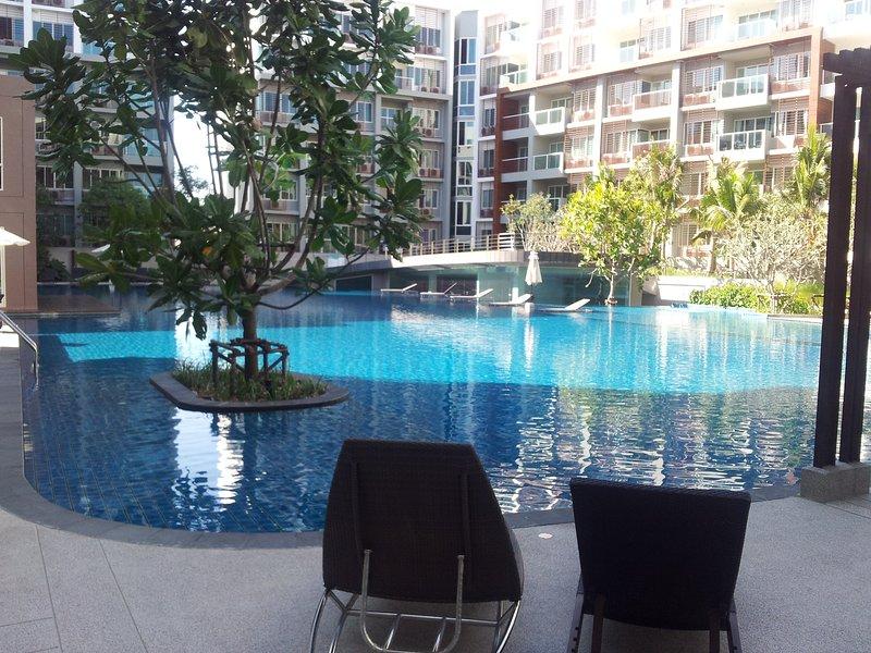 2 BR BEACH APPARTMENT SEACRAZE, holiday rental in Ban Nong Kae