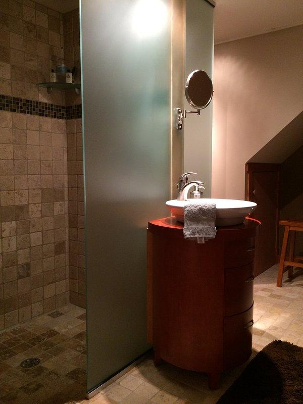 nível mais baixo casa de banho com chuveiro.