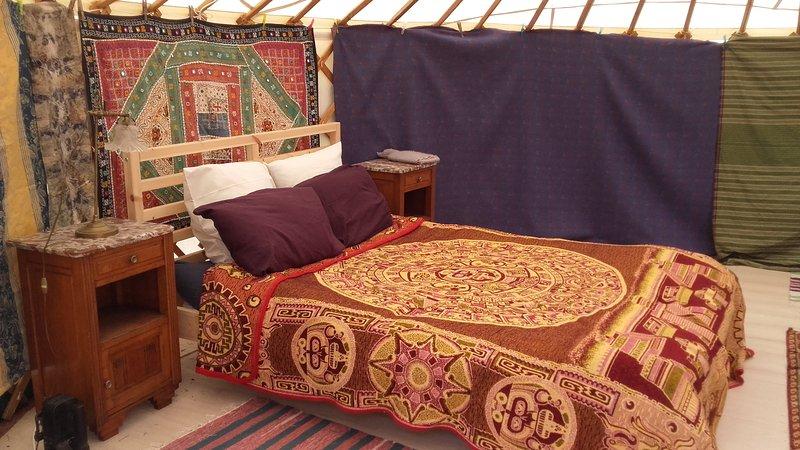 Yurt interior. Si desea utilizar el Yurt compruebe que es gratis al reservar el granero.