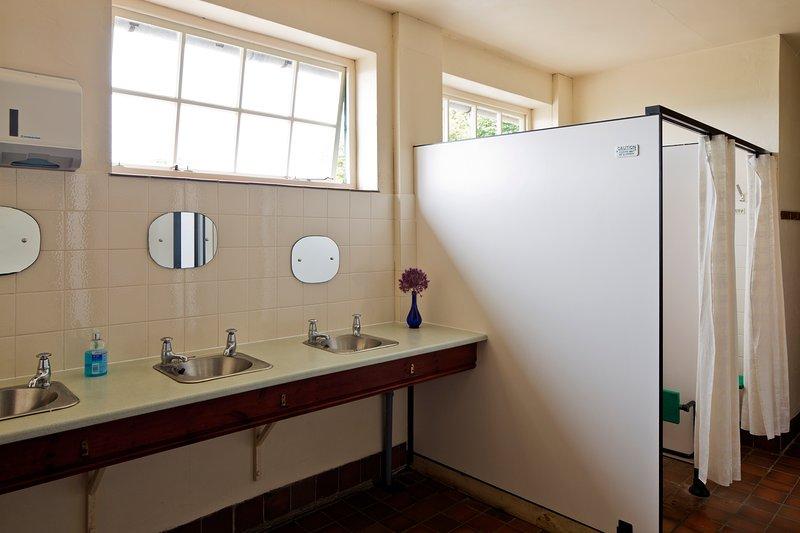 chuveiros e lavatórios