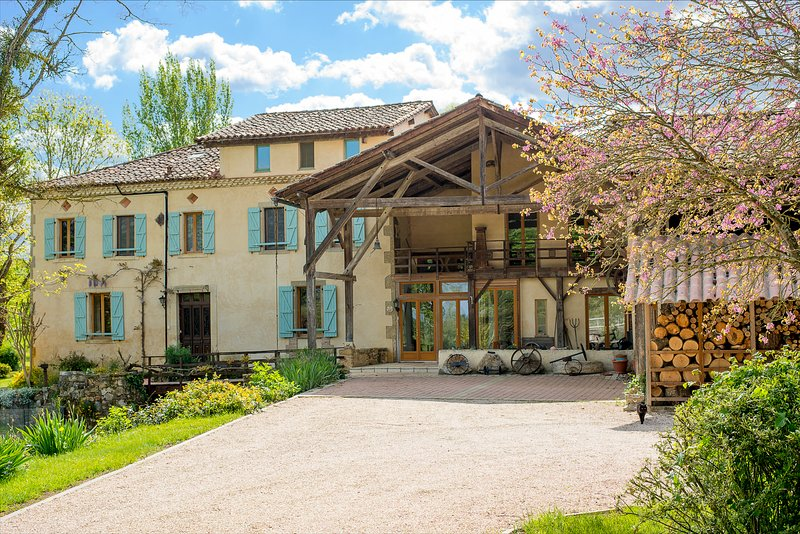 Le Moulin Samouillan, a beautiful house built over a mill stream. Set in 4 hectares of Tranquility