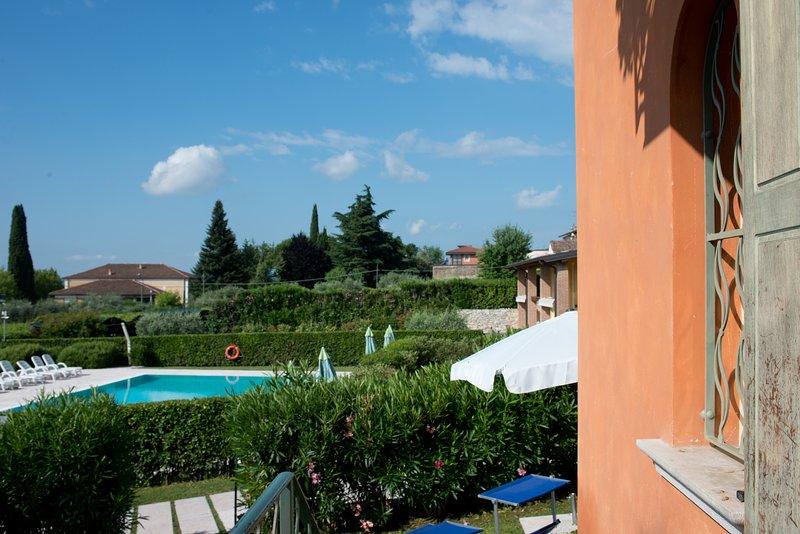 Casa Petra e Franco Deluxe Villa with Pool, Moniga, holiday rental in Muscoline