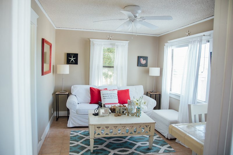 Sohome Beach Cottage - Three Short Blocks to Beach, holiday rental in Lawndale