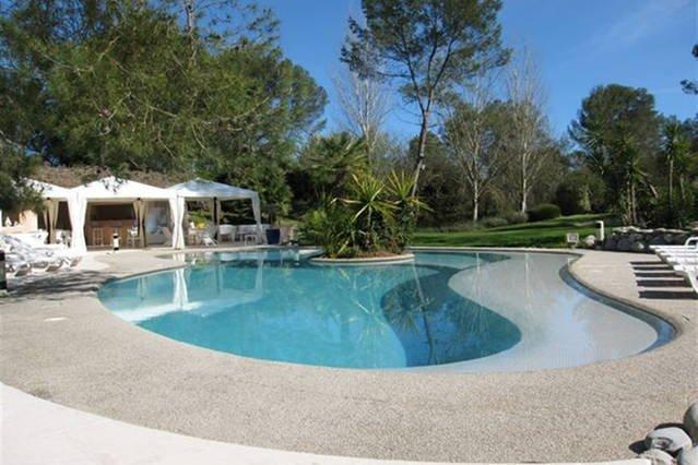 Elegant Californian 10 BEDROOMS- POOL +TENNIS + large garden, vacation rental in Cannes