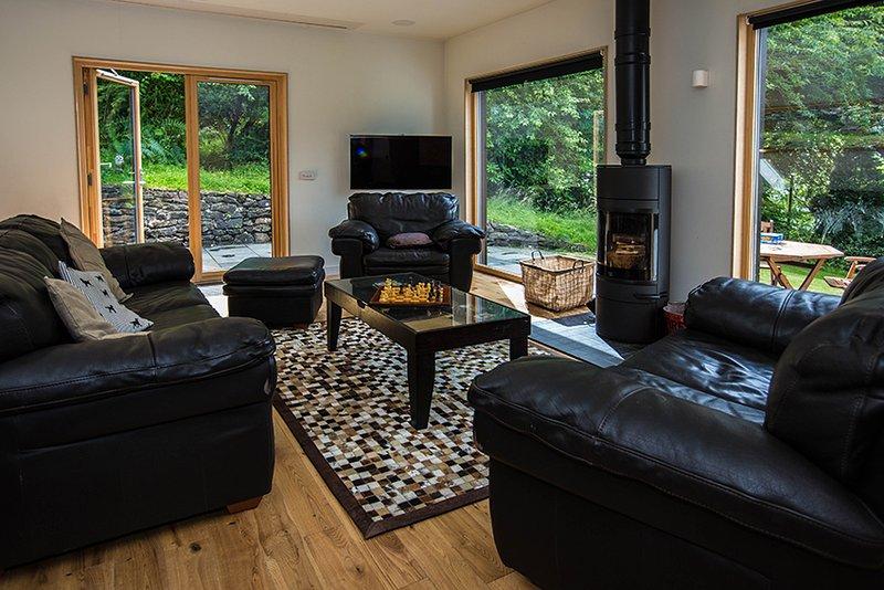 Sala de estar com Cinema, integrada Surround Sound & Amp