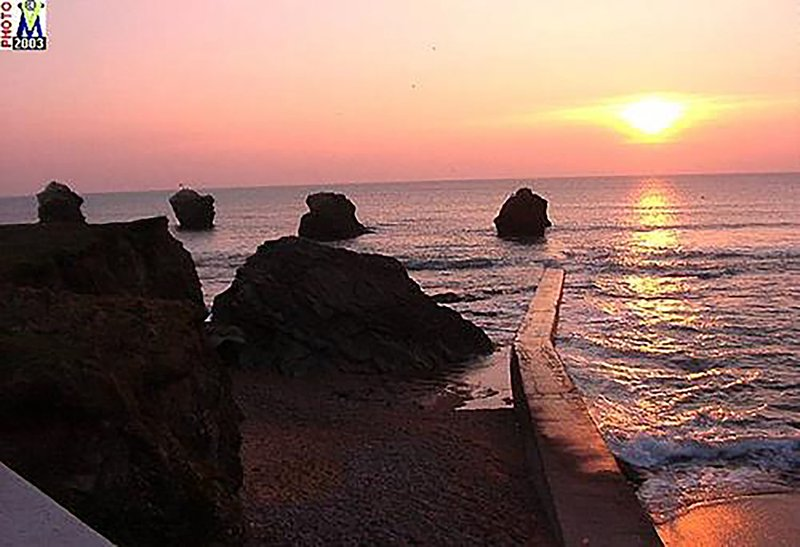 Sunset on the rocky coast near Saint Gilles Croix de Vie