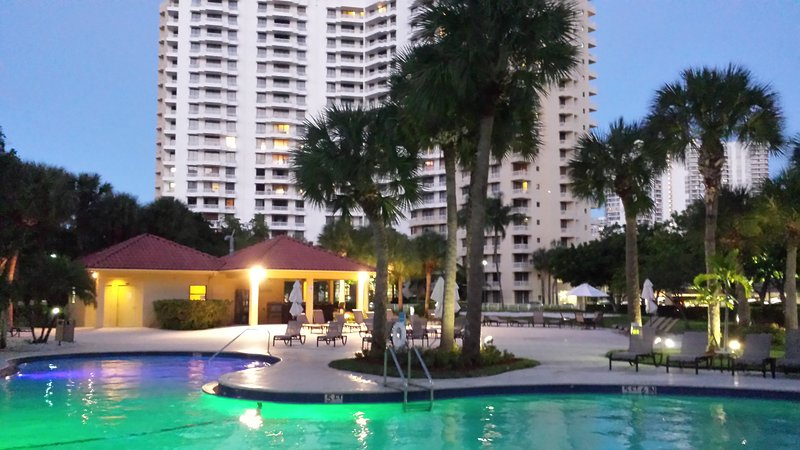Totally renovated aptm in the Heart of Aventura FL, Ferienwohnung in North Miami Beach