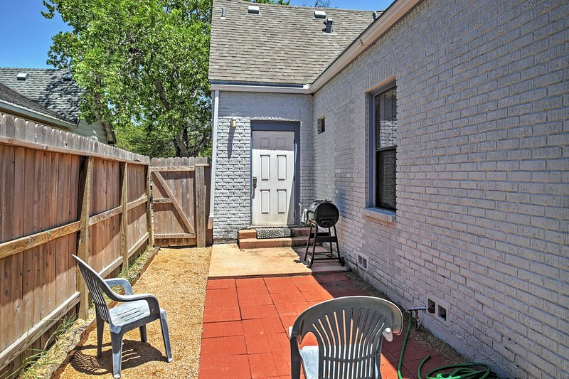 Private Patio | Charcoal Grill